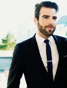Sweet mother of spongebob, he has a beard! *drowns in drool* My zachary quinto love is getting embarassing, but not so embarassing that I'm gonna stop.