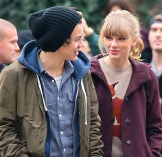 Does it get any better than Taylor Swift dating Harry Styles from One Direction? I think not! One Direction Girlfriends, Taylor Swift Style, Take My Breath, Best Couple, Harry Styles, Holding Hands, Rain Jacket, Windbreaker, Hold On