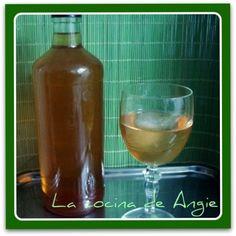 La cocina de Angie: LICOR DE MANZANA Sangria, Homemade Liquor, Alcoholic Drinks, Cocktails, Hot Sauce Bottles, Coffee Drinks, Whiskey Bottle, Glass, Food