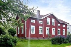 Traditional Ostrobotnian farmhouse in Jurva, Finland Swedish Cottage, Swedish House, Cottage Style, Home Id, American Farmhouse, House Landscape, Scandinavian Home, Old Houses, Beautiful Homes