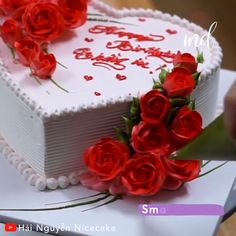 Here's a beautiful cake idea as a gift for a loved one! By: Nguyễn Nicecake Cake Decorating Frosting, Cake Decorating Videos, Cake Decorating Techniques, Valentines Day Cakes, Valentine Desserts, Heart Shape Cake Design, Festive Bread, Making Whipped Cream, Pretty Birthday Cakes