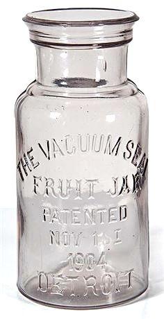 Vintage Mason Jars, Blue Mason Jars, Vintage Bottles, Mason Jar Diy, Vintage Glassware, Antique Glass Bottles, Bottles And Jars, Glass Jars, Bottle Candles