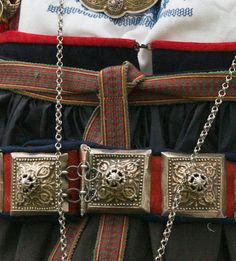 Den fabelaktige brudedrakten fra Heddal - Magasinet BUNAD Den, Castle, Wallet, Chain, Fashion, Pocket Wallet, Moda, Fashion Styles, Fashion Illustrations