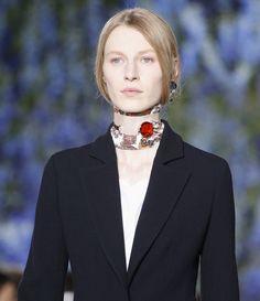 Le choker foulard du défilé Dior printemps-été 2016
