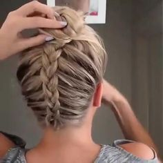 Easy Video Tutorial for High Dutch Braided Bun. ropa aesthetic videos Best High Bun Hairstyle with Dutch Braid High Bun Hairstyles, Workout Hairstyles, Braided Hairstyles Tutorials, Dancer Hairstyles, Braiding Your Own Hair, Braids For Short Hair, French Braid Short Hair, Boxer Braids Tutorial, Easy Chignon Tutorial