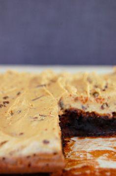 Brownies med generøs cookie dough-topping