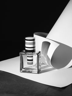Black and white perfume product styling with use of white paper. Black and white perfume product styling with use of white paper. Beauty Photography, Creative Photography, Product Photography, Photography Flowers, Still Life Photographers, Industrial Photography, Prop Styling, Bottle Design, Light And Shadow