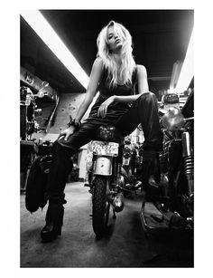 Photos : Les filles et les motos, chapitre 1
