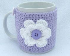 Lilas et blanc au crochet confortable de tasse