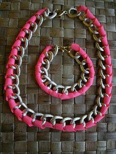 Juego d pulsera y collar cinta rosa fluor