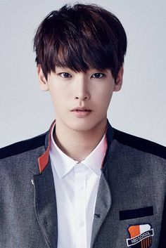 Kim In Seong (김인성); Kim In Seong is in the trainee boy dance group FNC NEO School / NEOZ. He debuted in 2016 as the main vocalist and dancer Korean Celebrities, Korean Actors, K Pop, Neoz School, Kim Young, Sf 9, Boy Poses, Model Face, Fnc Entertainment