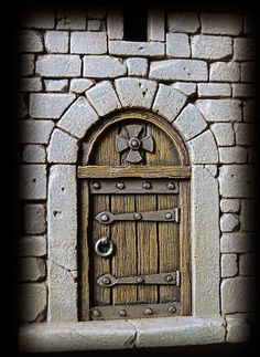 1 million+ Stunning Free Images to Use Anywhere Old Wooden Doors, Old Doors, Medieval Houses, Medieval Castle, Miniature Crafts, Miniature Houses, Fantasy Miniatures, Dollhouse Miniatures, Hirst Arts