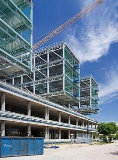 Galería de En Construcción: Centrius / Trianera de Arquitectura - 7 Steel Canopy, Metal Structure, Steel Buildings, Front Yard Landscaping, Steel Frame, Facade, Multi Story Building, Landscape, Ideas