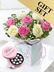 Mother's Day Rose Gift Bag With Champagne Truffles Mothers Day Flower Delivery, Flower Delivery Service, Mothers Day Flowers, Send Flowers, Fresh Flowers, Dublin, Champagne Truffles, Rose Gift, Flowers Delivered