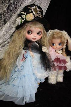 マッドハッターなアリスとチシャ猫な三月ウサギ 二体一緒に_画像3