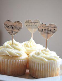El éxito de una boda reside en los pequeños detalles... Hoy en el blog hablamos de los cupcake toppers  http://www.unabodaoriginal.es/blog/donde-como-y-cuando/catering/cupcake-toppers