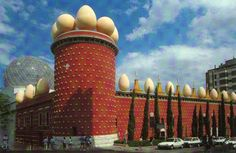 The Top 10 Most Eccentric Buildings In The World - Dali Theatre and Museum amazing architecture - http://www.minimalisti.com/