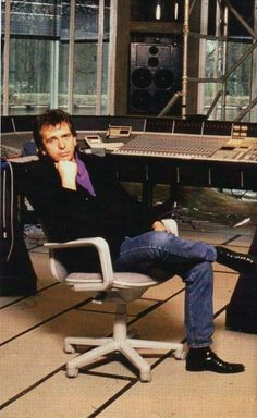 Prog God, Peter Gabriel in his studio. Peter Gabriel, Pink Floyd, Mike Rutherford, Steve Hackett, Genesis Band, Phil Collins, Shows, Playing Guitar, Muzak