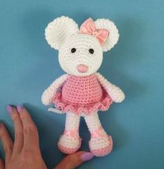 Ballerina Mouse Crochet Pattern Amigurumi by Heart and Sew in the UK. Amigurumi ballerina mouse pattern to crochet that is super cute. Crochet Animal Patterns, Stuffed Animal Patterns, Crochet Patterns Amigurumi, Amigurumi Doll, Crochet Animals, Crochet Dolls, Stuffed Animals, Crochet Mignon, Crochet Gratis
