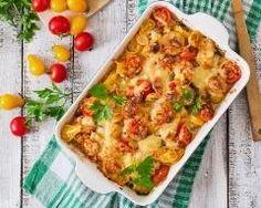 Gratin de courgettes aux tomates cerises : http://www.cuisineaz.com/recettes/gratin-de-courgettes-aux-tomates-cerises-87325.aspx