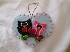 Heart Ornament with lovely owls - Felt ornament - Handmade Cuore in feltro con Gufi  Regalo di San Valentino di TinyFeltHeart