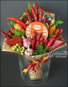 Fruit bouquet centerpiece edible arrangements ideas for 2019 Food Bouquet, Diy Bouquet, Vegetable Bouquet, Edible Bouquets, Food Hampers, Fruit Decorations, Fruit Kabobs, Thanksgiving Centerpieces, Edible Arrangements