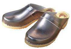 Swedish clogs in wood and leather - les sabots suédois en bois et cuir, du Comptoir Scandinave