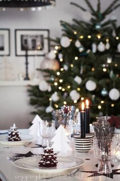 Check Out 33 Elegant Christmas Table Settings You'll Love. Have you already started thinking of a Christmas table setting you gonna choose this year? Nordic Christmas, Christmas Mood, Noel Christmas, All Things Christmas, Simple Christmas, Elegant Christmas, Christmas Ornament, Christmas Ideas, Christmas Table Settings