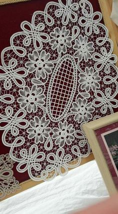 This Pin was discovered by suz Filet Crochet, Crochet Motif, Irish Crochet, Crochet Doilies, Crochet Lace, Needle Lace, Bobbin Lace, Lace Patterns, Crochet Patterns