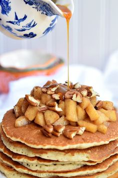 These delicious Caramel Apple Pecan Pancakes are light and fluffy pancakes topped with a creamy caramel sauce, baked apples, and crunchy pecans. It is an amazing fall breakfast recipe. Pecan Pancakes, Pancakes Easy, Fall Breakfast, Breakfast Dishes, Breakfast Time, Caramel Pecan, Caramel Apples, Fudge Recipes, Apple Recipes