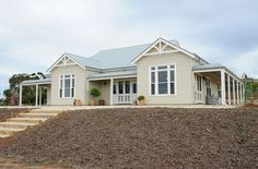 Exterior Cladding Weatherboard Decks 59 New Ideas Best Exterior Paint, House Paint Exterior, Exterior House Colors, Exterior Design, Exterior Homes, Cottage Exterior, Building Exterior, Weatherboard Exterior, Exterior Cladding
