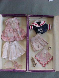 Antiques & Collectibles -- Antique Dolls