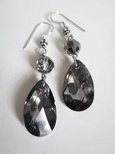 Photo: Boucles d'oreilles perles et larme cristal Swarovski night silver et argent 925 disponible dans mes boutiques www.alittlemarket.com/boutique/LilasBee fr.dawanda.com/shop/LilasBee