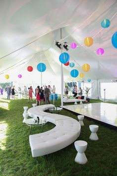 A fun outdoor soirée furnished by CORT events! || cortevents.com
