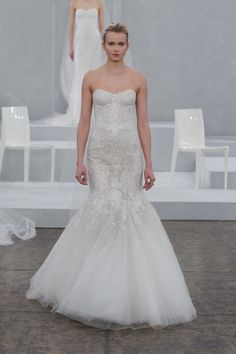 Monique Lhuillier Bridal Spring 2015. Monique Lhuillier wedding dress. Image by Dan Lecca. #runway