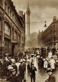 Monument Street look at that light in the middle of the street. Victorian London, Vintage London, Old London, London City, 1920 London, Victorian Era, London Pictures, London Photos, Old Pictures