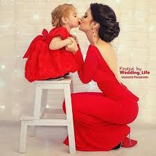 Love this picture. So sweet. Best Mini-me photos: Fashionista parents and kids! matching outfits, mommy and daughter, daddy and son Mother Daughter Photos, Mother Daughter Outfits, Mommy And Me Outfits, Mom Daughter, Mother And Child, Mother Daughters, Mommy Daughter Matching Dresses, Mother Photos, Mama Baby