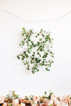 Floral wall Hanging - 6 Festive Things to Hang on Your Wall (That Aren& Wreaths). Diy Wall Decor, Diy Home Decor, Diy And Crafts, Crafts For Kids, Christmas Wall Hangings, Metal Tree Wall Art, Diy Weihnachten, Floral Wall, Wedding Decorations