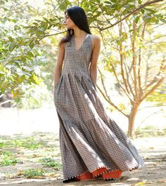 This gorgeous floor-sweeping maxi is a stunner in a glance. Crafted in 100% block printed cotton fabric, the design features a halter neck with smoking details
