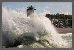 Wave on the lighthouse by Jean-François Boulet, via 500px