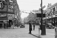 https://flic.kr/p/Cwt19J | Woolwich Year 1937 | The High St. and Hare St. ? (CollectionFB)