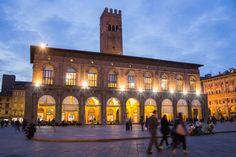 Notturni a Bologna Bologna, San Francisco Ferry, Mansions, House Styles, Building, Travel, Home, Viajes, Buildings
