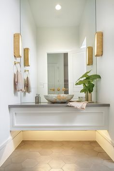 Designed by Jamie House Design. Photographed by Laurie Perez. #houston #interiordesign #texas #powderbath #layered #modern #eclecticdesign #jhd #traditionaleclectic #intuitivedesign #floatingvanity #vesselsink #kellywearstler #mirrorbacksplash