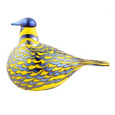 Glowing with optimism for spring, the iittala Toikka Yellow Grouse proudly sports a sunny complexion and perky posture. Its plumage is handcrafted from iridescent glass, picking up the pigment and move