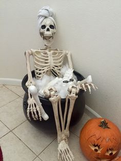 Wash day | halloween skeleton fun decoration for your hall entry way or porch