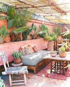 Nice 40 Insane Vintage Garden Furniture Ideas for Outdoor Living https://decorisart.com/06/40-insane-vintage-garden-furniture-ideas-outdoor-living/ #vintagegardening