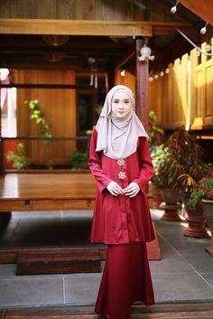 64 Ideas for fashion inspiration board inspired outfits blouses Kebaya Hijab, Kebaya Muslim, Traditional Fashion, Traditional Outfits, Modesty Fashion, Fashion Outfits, Princess Line Dress, Muslimah Wedding Dress, Maroon Outfit