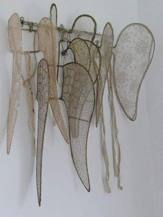 *~ Christmas ~* Victorian angel wings waiting for the holiday performance . Photo Ange, Vintage Accessoires, Victorian Angels, Arts And Crafts, Diy Crafts, Fairy Wings, Wire Art, French Antiques, Shabby