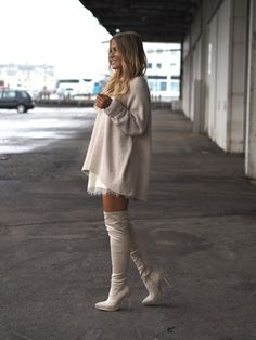 These cream over the knee boots look cute and simple with matching dress and jumper. Via Lene Orvik. Jumper: Zara.