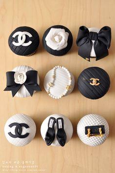 casein mug cake Cupcakes Chanel, Chanel Cake, Chanel Cookies, Chanel Birthday Party, Chanel Party, Bolo Channel, Cupcake Heaven, Fashion Cakes, Dessert Buffet